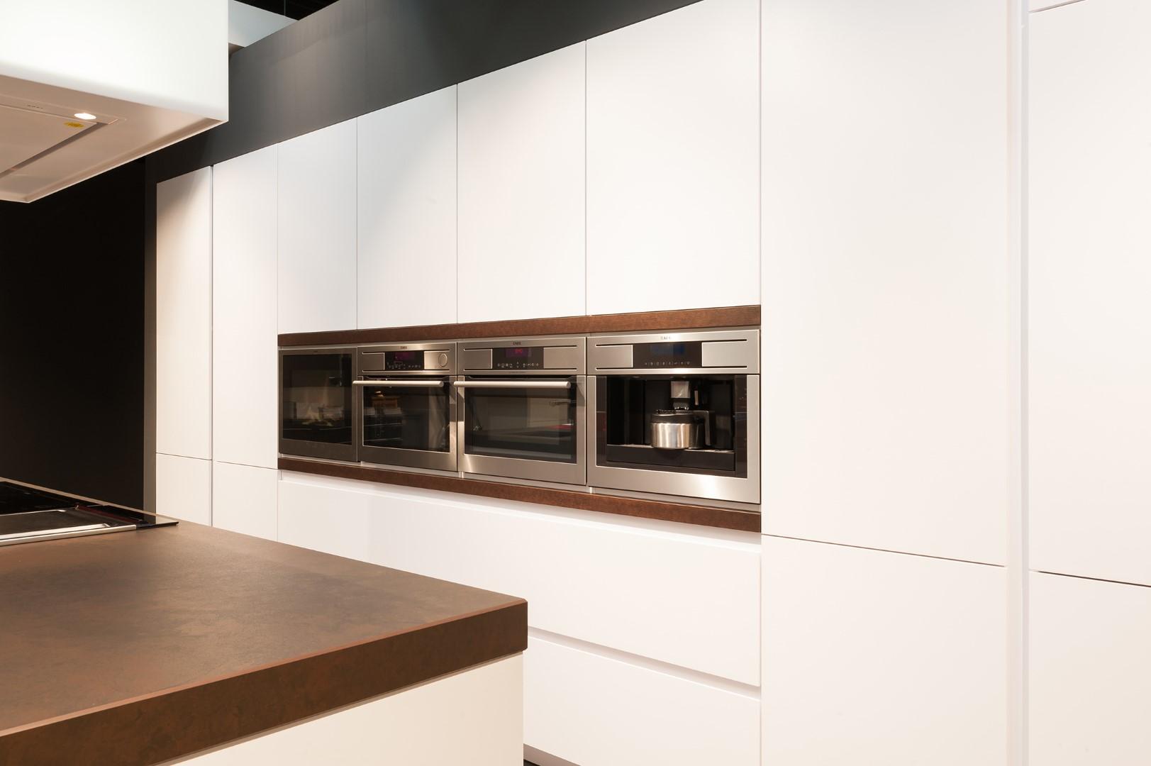 Moderne keuken realisaties keukens deba meubelen deba meubelen - Fotos van moderne keuken ...