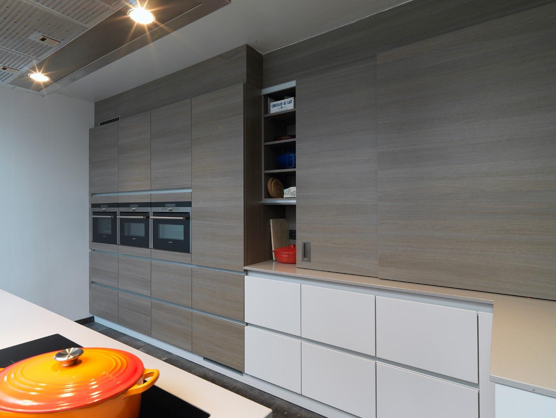 Moderne keuken realisaties keukens deba meubelen deba meubelen - Foto eigentijdse keuken ...