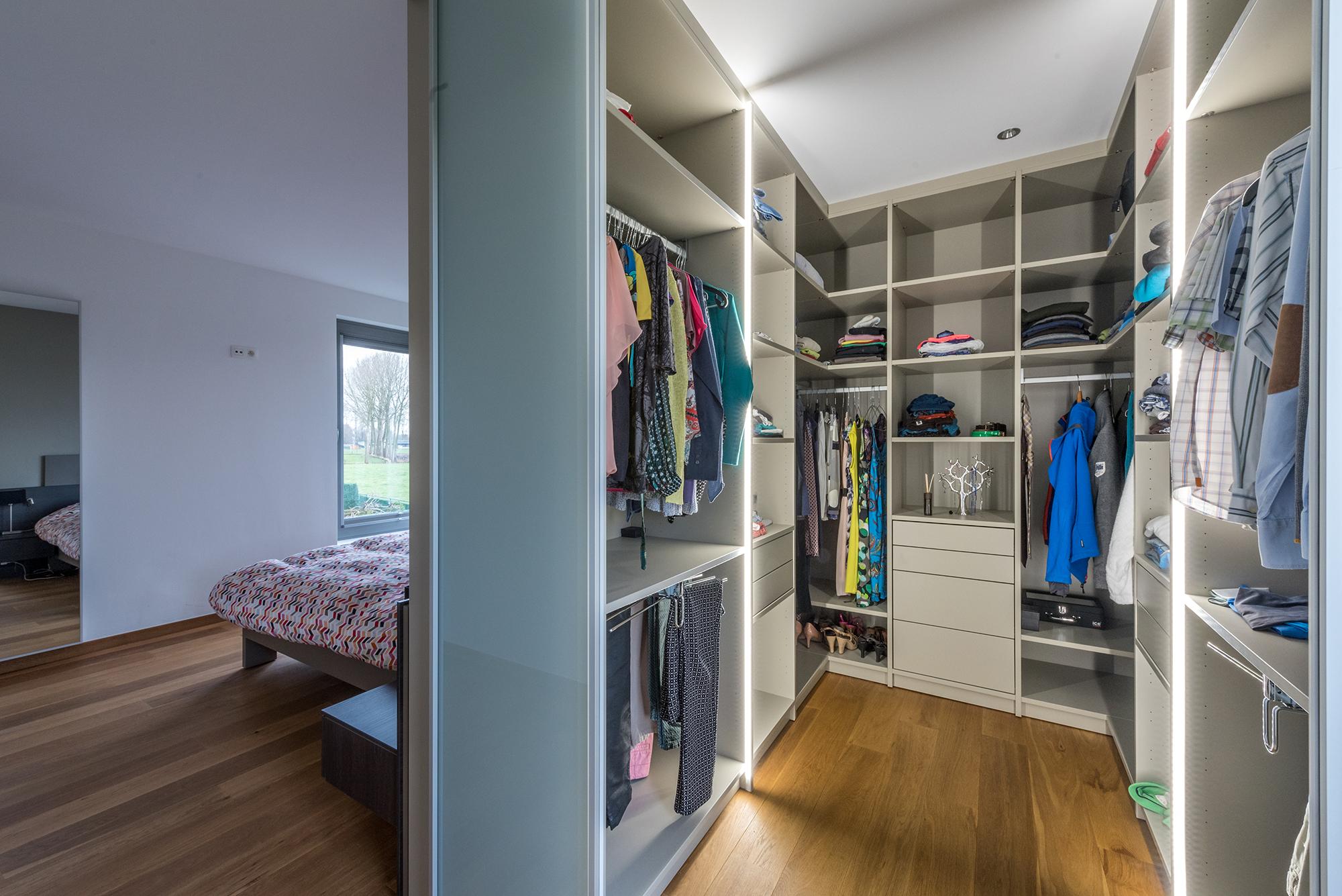 Dressing in slaapkamer realisaties maatwerk deba meubelen deba meubelen for Moderne slaapkamer catalogus